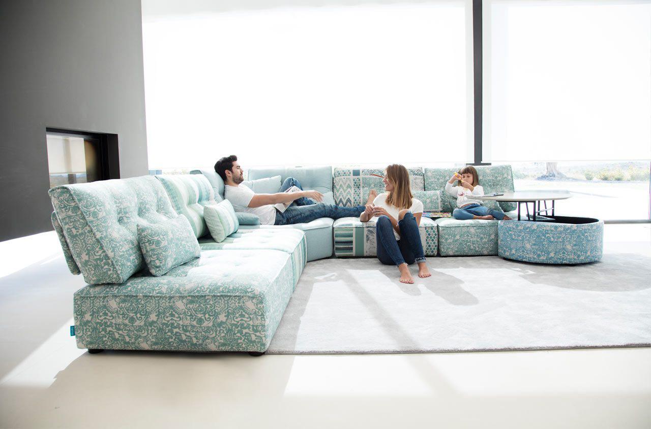 Arianne Love sofa Fama 2018 01