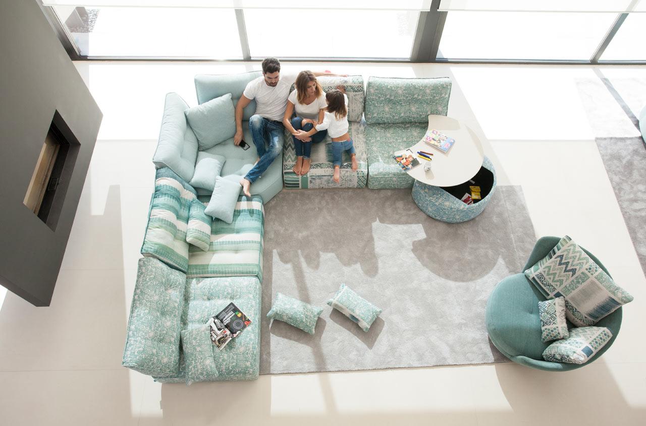 Arianne Love sofa Fama 2018 02