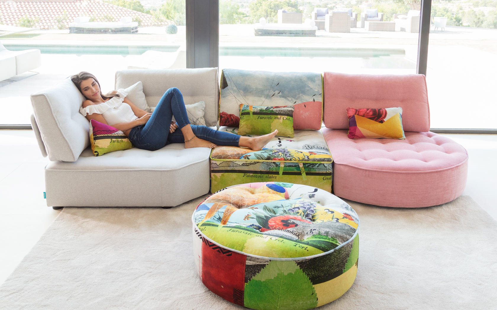 Arianne Love sofa Fama 2019 02