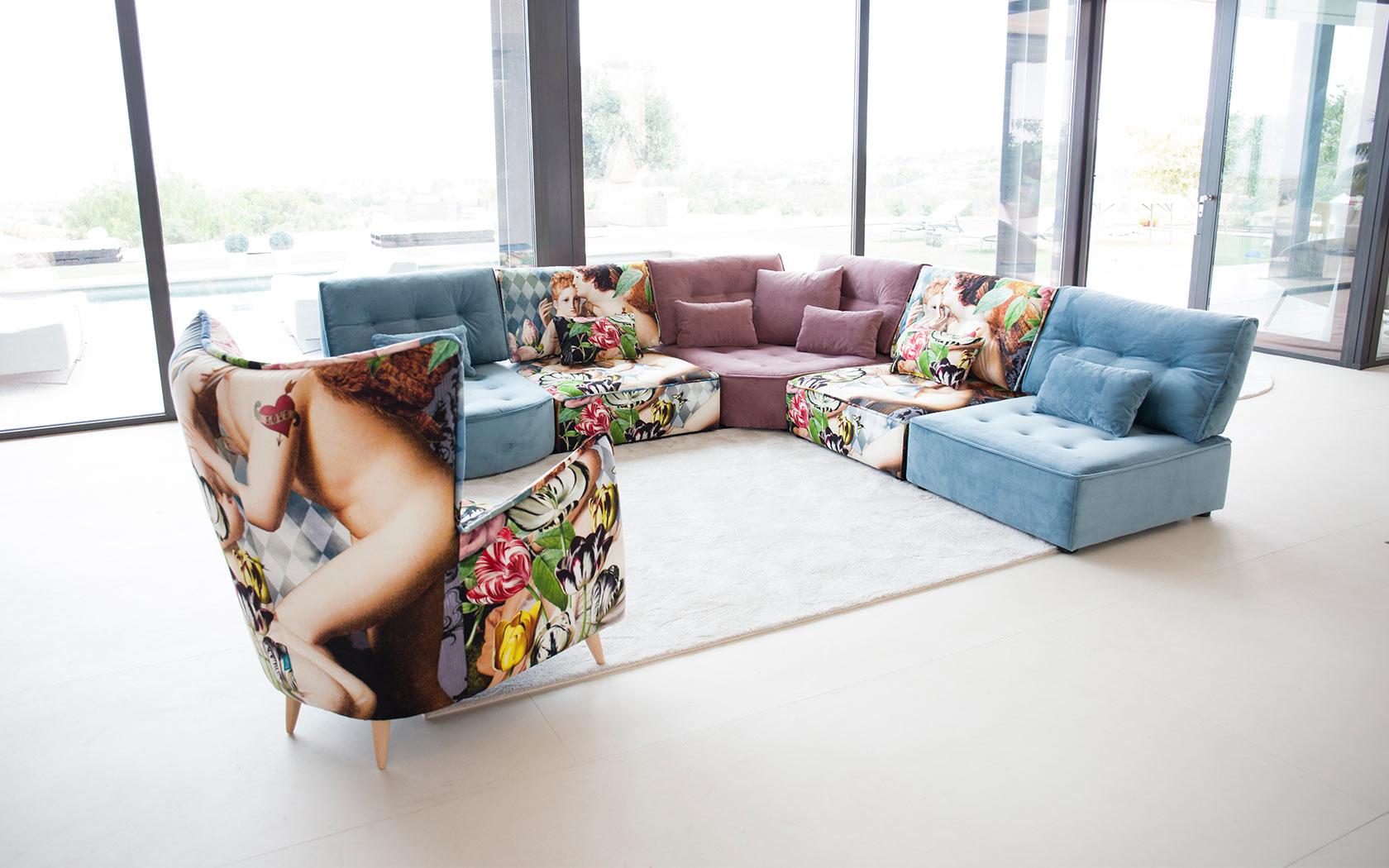 Arianne Love sofa Fama 2019 03