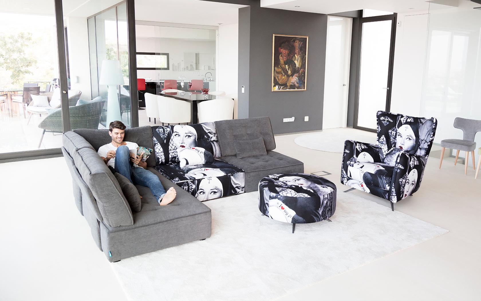 Arianne Love sofa Fama 2019 11
