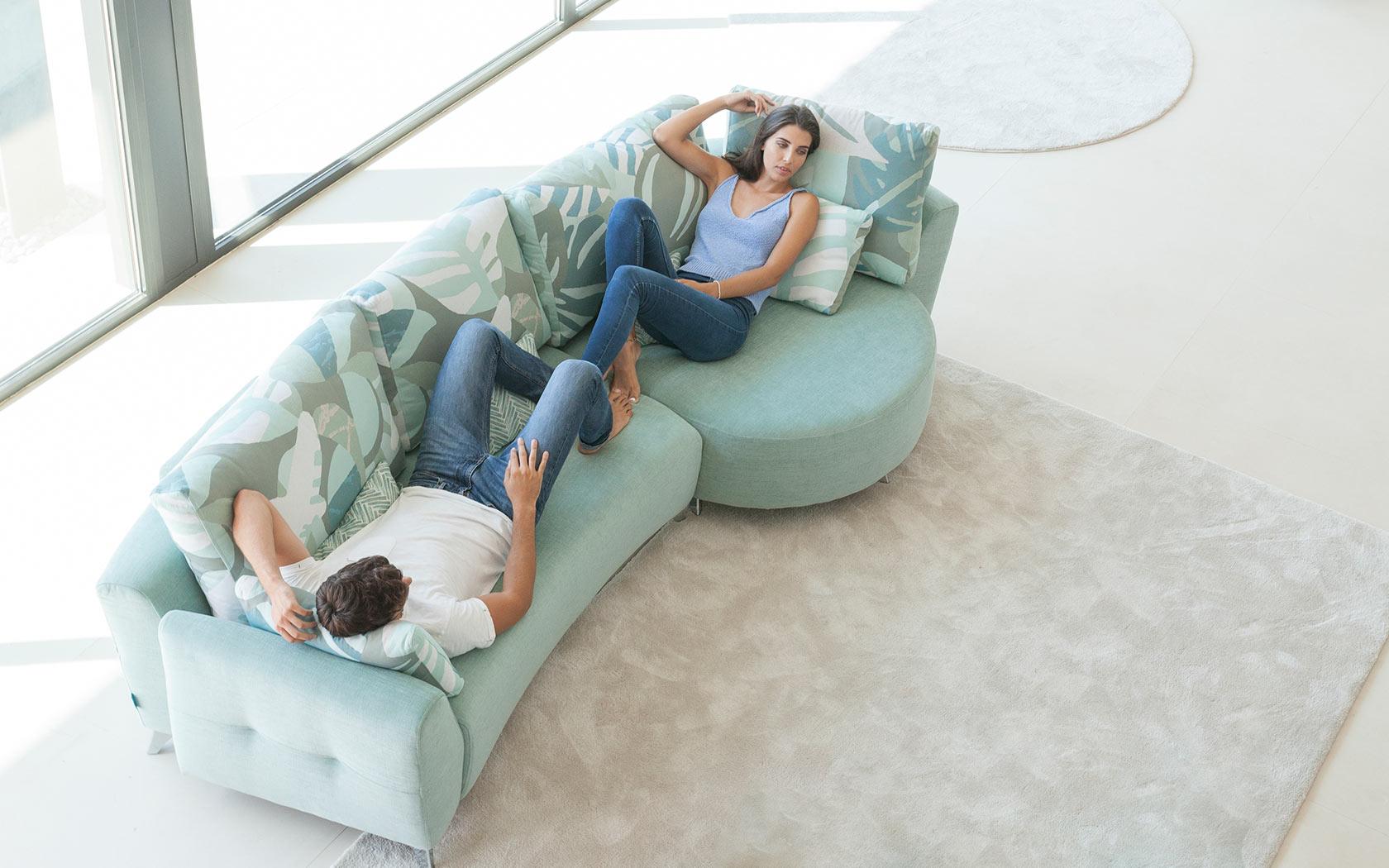 Valentina sofa Fama 2019 05