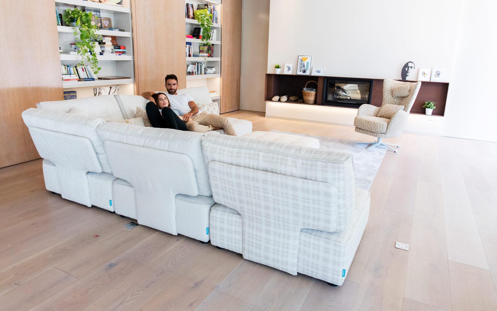 Arianne Love sofa Fama 2020 06