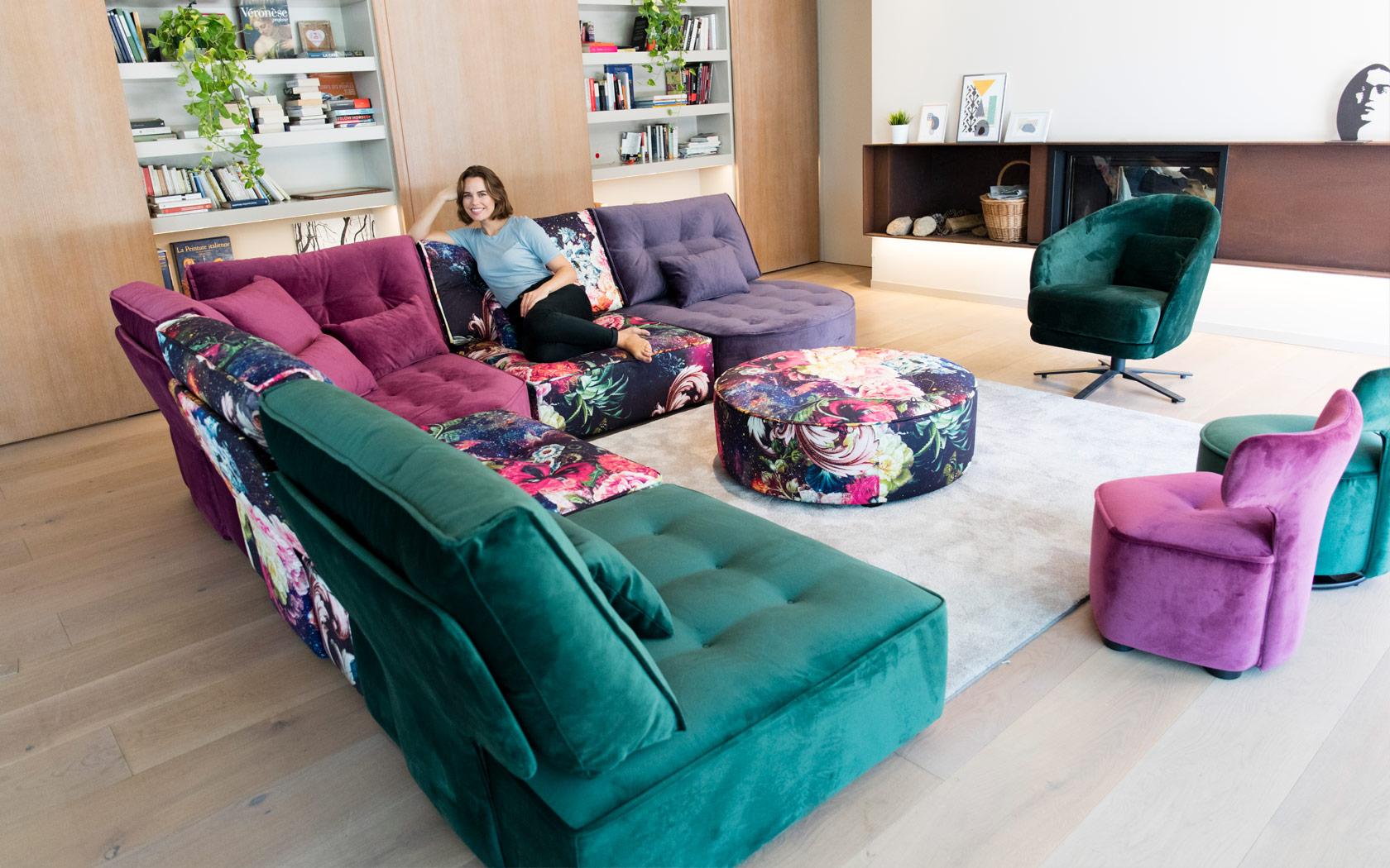 Arianne Love sofa Fama 2020 04
