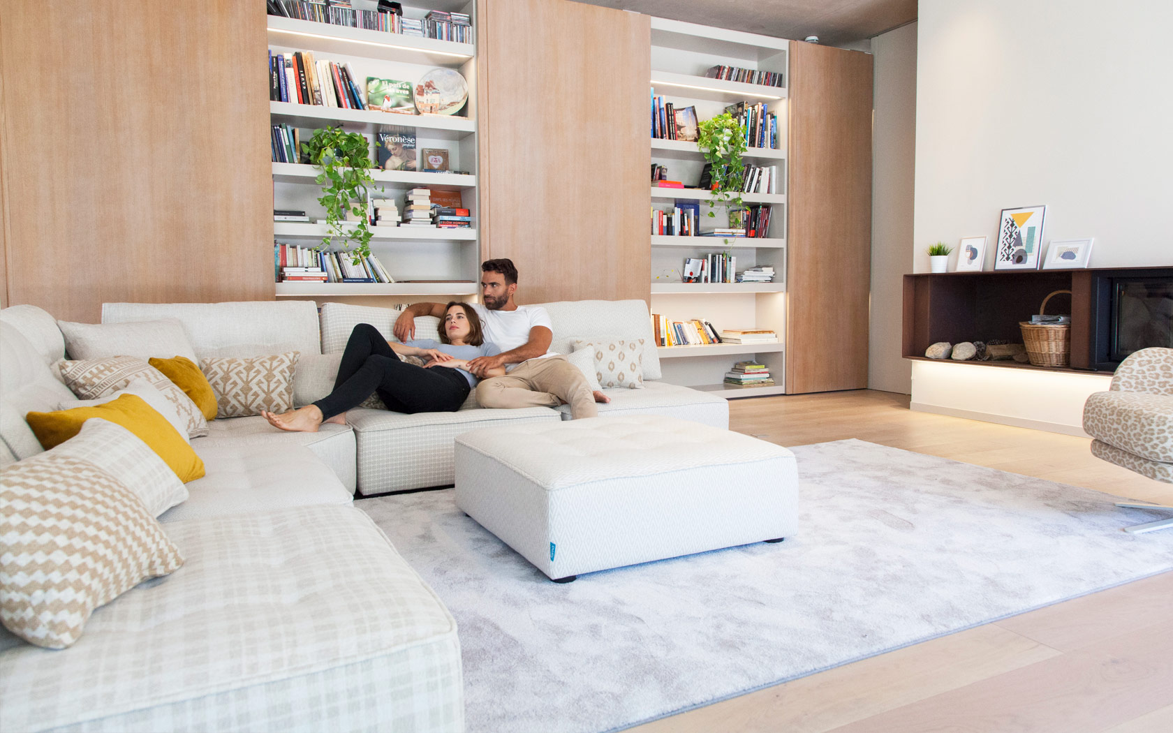 Arianne Love sofa Fama 2020 01