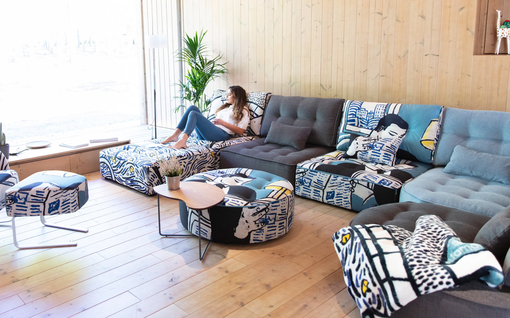 <span>Famaliving is a new concept of&nbsp;</span>stores<span>&nbsp;that sell Fama</span>&nbsp;sofas<span>.</span>