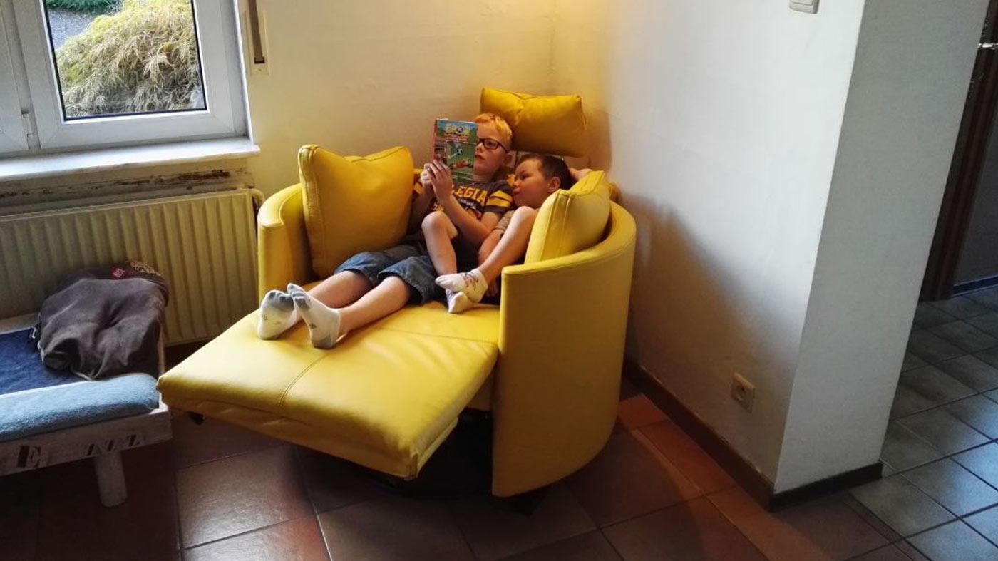 Moonrise niños leyendo